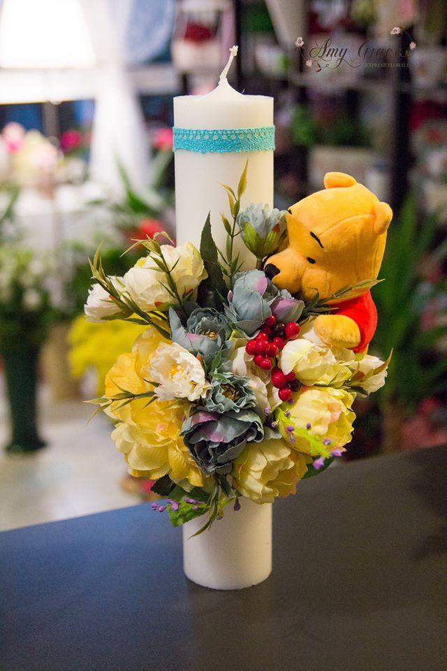Lumanare Botez Cu Flori Artificiale Si Ursulet Plus Ca Si Accesoriu